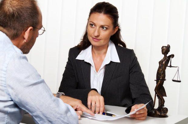 نقش وکیل ملک در معاملات املاک