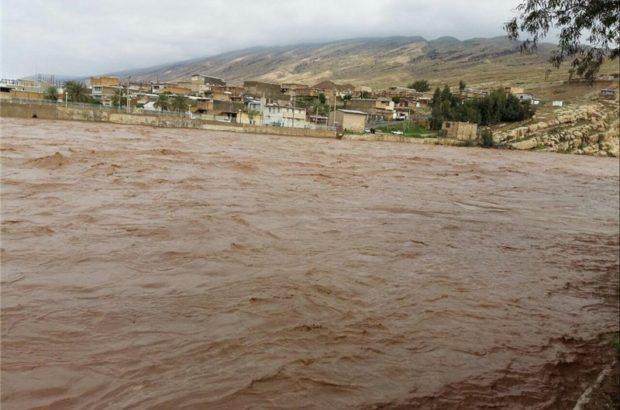 واحد های مسکونی مهر پلدختر کاملا در محاصره سیلاب