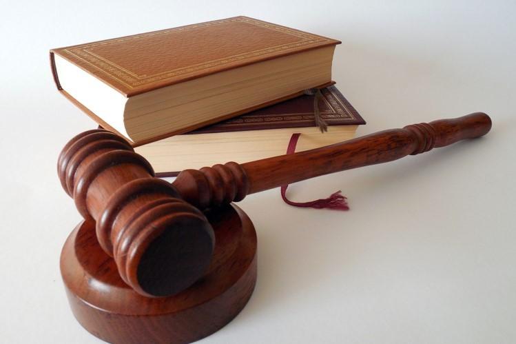 وکیل ملک چه کمکی به ما میکند 1